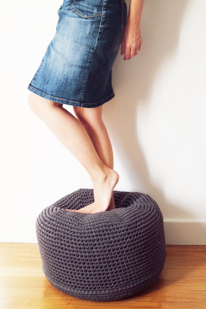 pouf gris crochet mailles